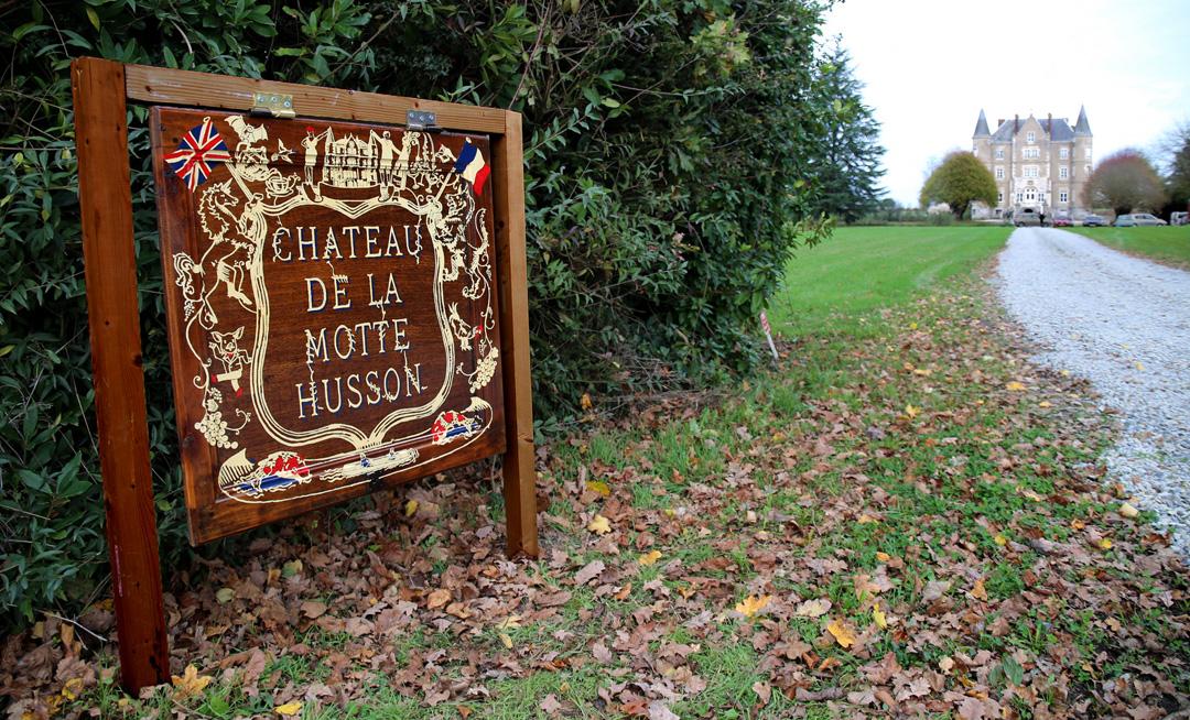 Chateau De La Motte Gate Sign